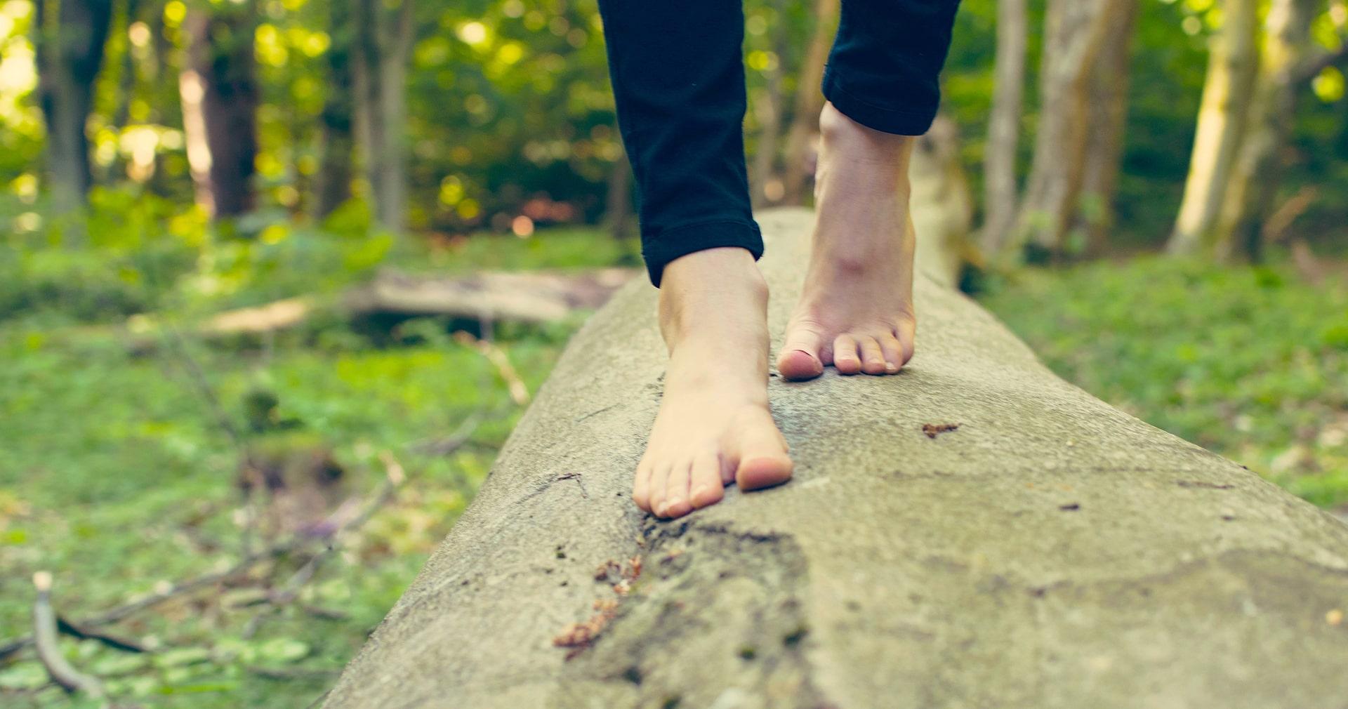 piedi_nudi_bosco_1_-min